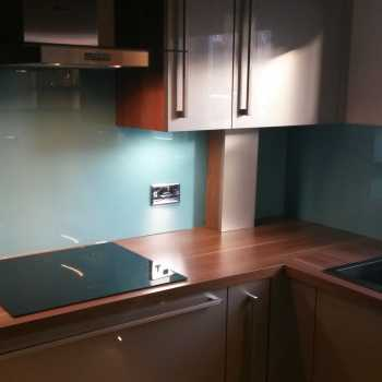 Our customer in Rempstone, Leicestershire choose the following colour for her splashbacks: BS7083 Ribbon Blue