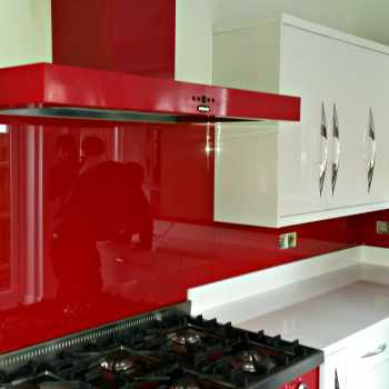 Our customer in Loughborough chose RAL colour 3001 in order to co-ordinate the splashbacks with his striking red oven.