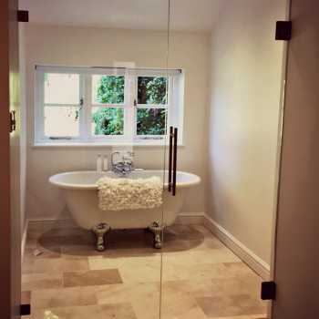 Our customer in Barnstone chose to add an elegant yet modern entrance to their new en-suite by having us supply and install 10mm toughened glass door and side panel. With the addition of using soft close hinges they also ensure a safe, gentle motion when opening and closing.