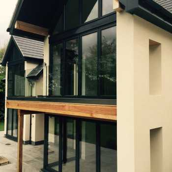PDL Construction asked us and our friends at GemFabs to supply & install a structural balustrade channel glazed with 21.5mm Toughened Laminated Glass for their customer in Burton Joyce. This is the final product!